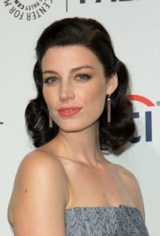Step Into Spring with Jessica Pare's Peachy Makeup Look