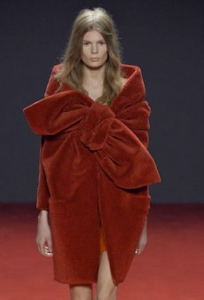 Viktor & Rolf Fails to Make a Splash for Fall 2014 Haute Couture with Its Bath-Inspired Collection