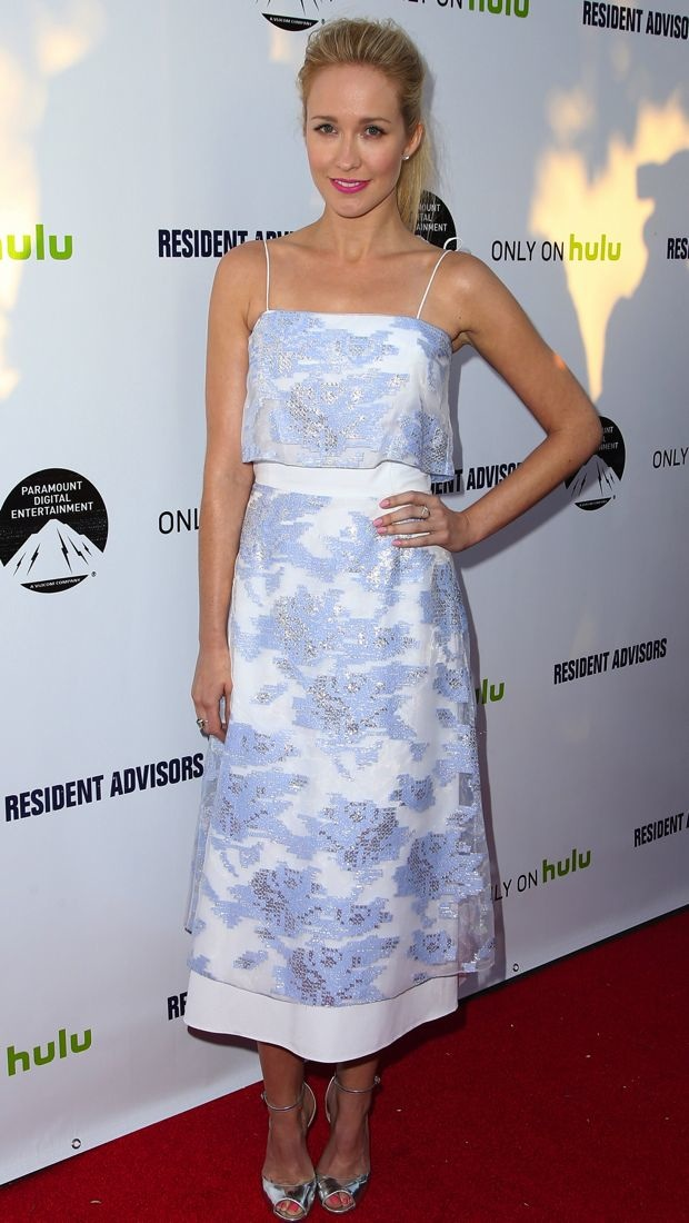 Anna Camp sports a summery Suno dress to the Resident Advisors premiere