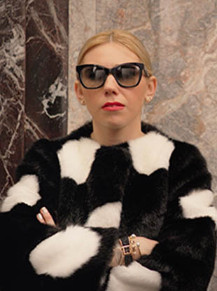 "Miss Piggy, Zosia Mamet and Leandra Medine star in Kate Spade's newest ""Miss Adventure"" short."