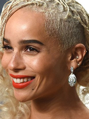 Zoë Kravitz, pioneer of the multiple earrings trend.