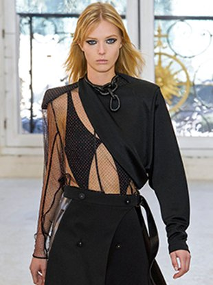 Ulrikke Hoyer in Louis Vuitton's spring 2017 show