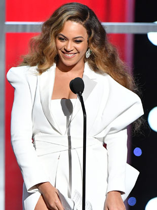 Beyoncé accepts the award for Entertainer of the Year onstage at the 50th NAACP Image Awards at Dolby Theatre on March 30, 2019 in Hollywood, California; Image: Earl Gibson III/Getty Images for NAACP