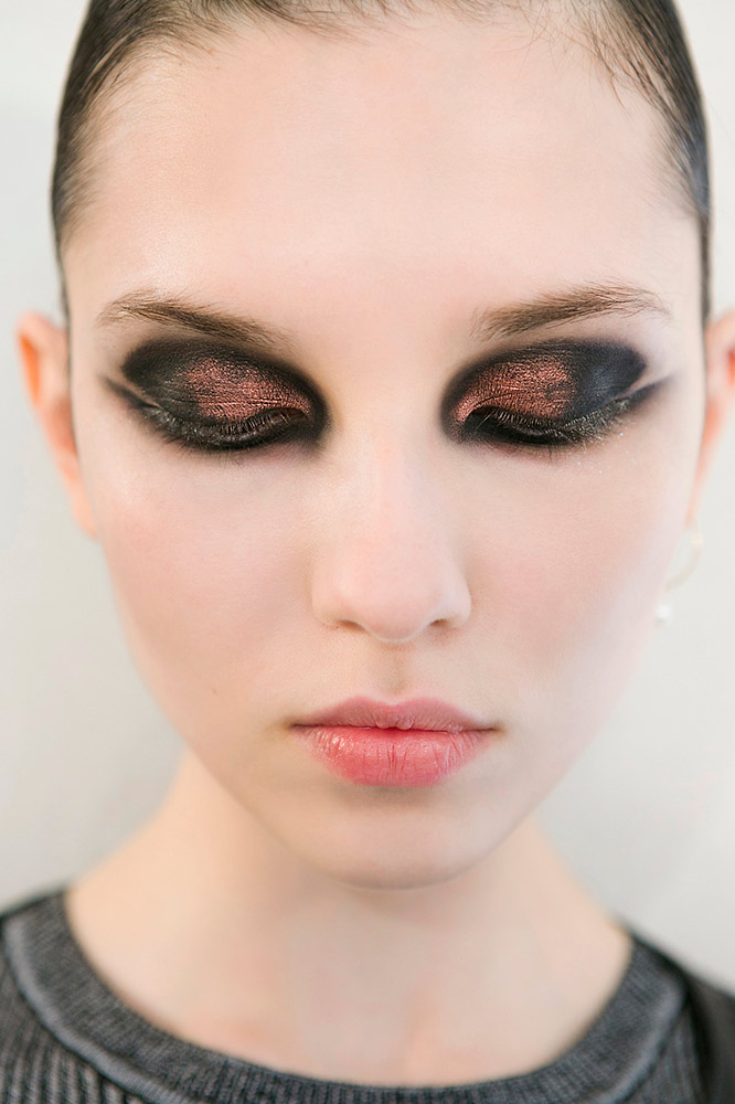 How To Apply Eyeshadow 17 New Looks You Haven T Tried Yet Thefashionspot