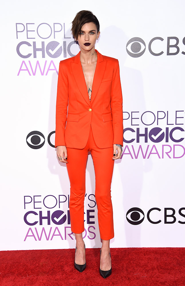 trendspotting 10 women rock suits on the red carpet thefashionspot trendspotting 10 women rock suits on the red carpet thefashionspot