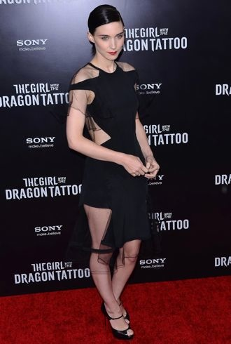 Rooney Mara The Girl With The Dragon Tattoo New York Premiere Dec 2011 cropped