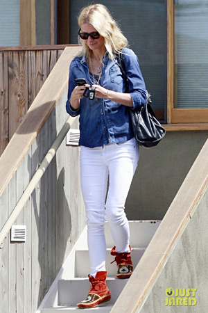 Gwyneth Paltrow in House of Harlow moccasins