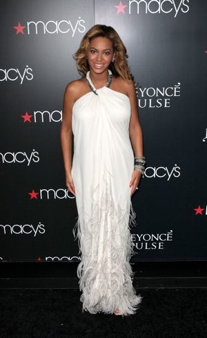 Beyonce promotes her new fragrance Pulse at Macys New York City Sept 2011
