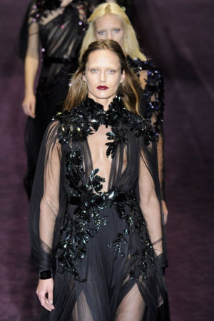 a8fc9362d69e13 Inspired by 19th century romanticism, this season s Frida Giannini-designed Gucci  collection took that starting point and worked in the brand s signature ...