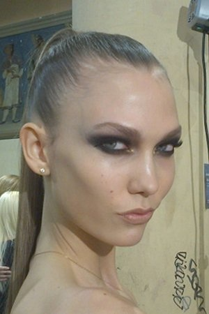 Karlie Kloss Backstage At Versace And Other Celeb Twitpics