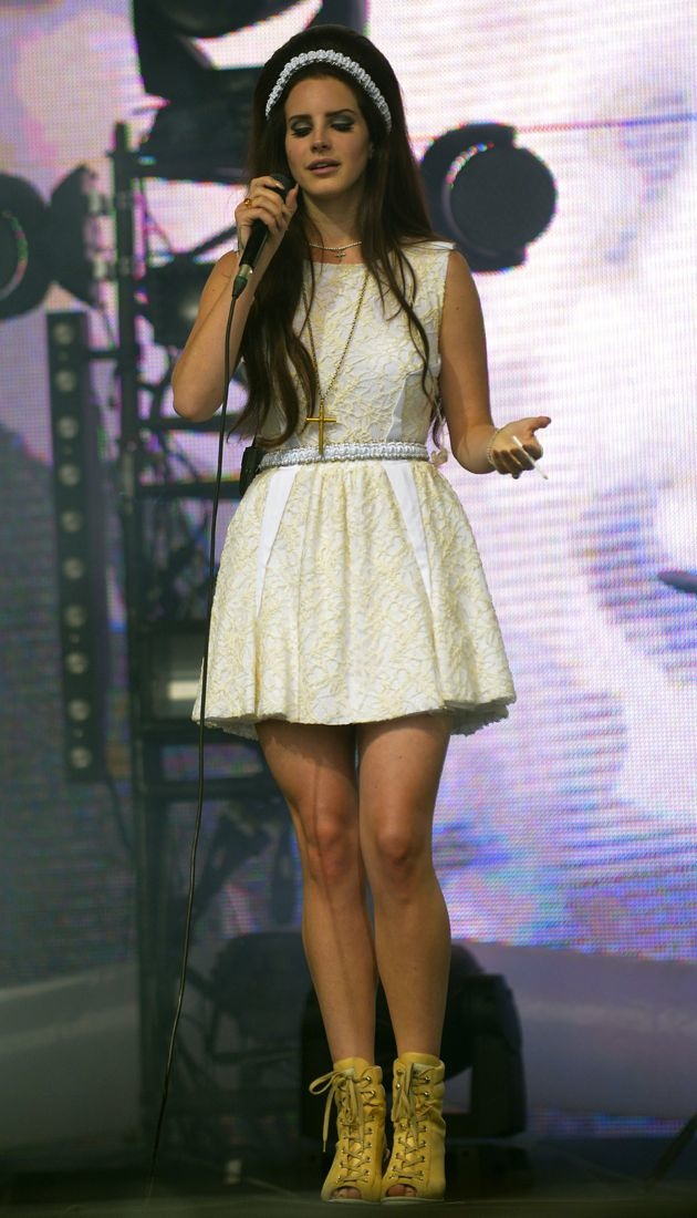 Look Of The Day Lana Del Rey Performs In Custom Mal Aime