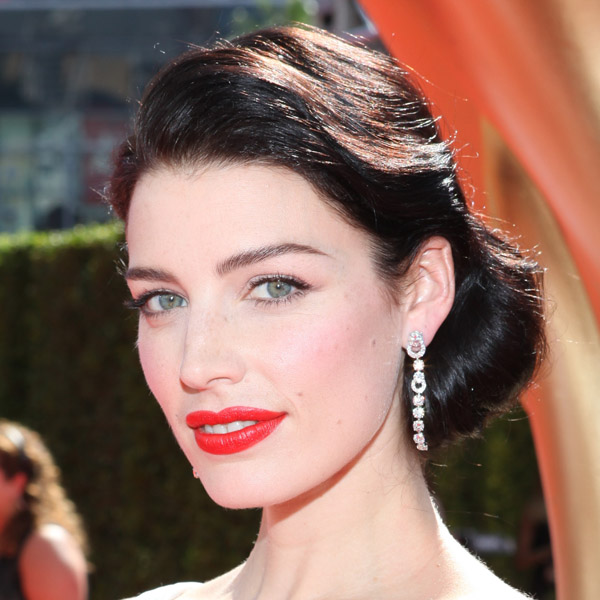 Get Jessica Pare S Polished Retro Emmy S Look Thefashionspot