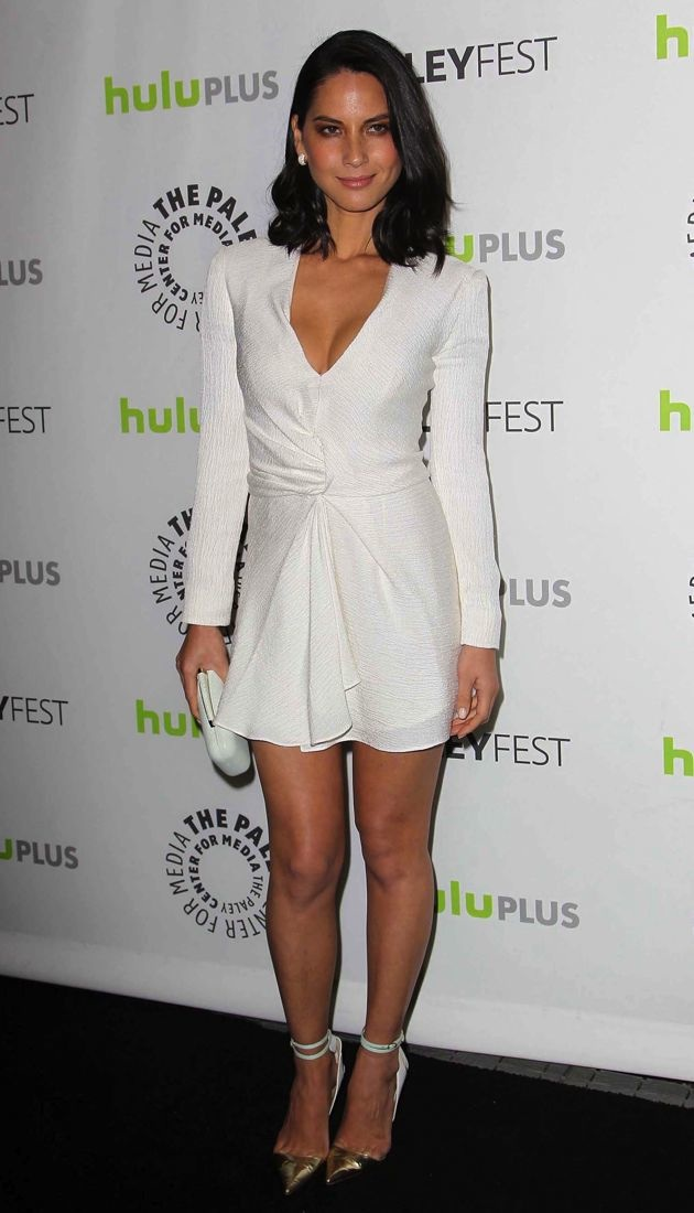 Look Of The Day Olivia Munn S Crisp White J Mendel Dress