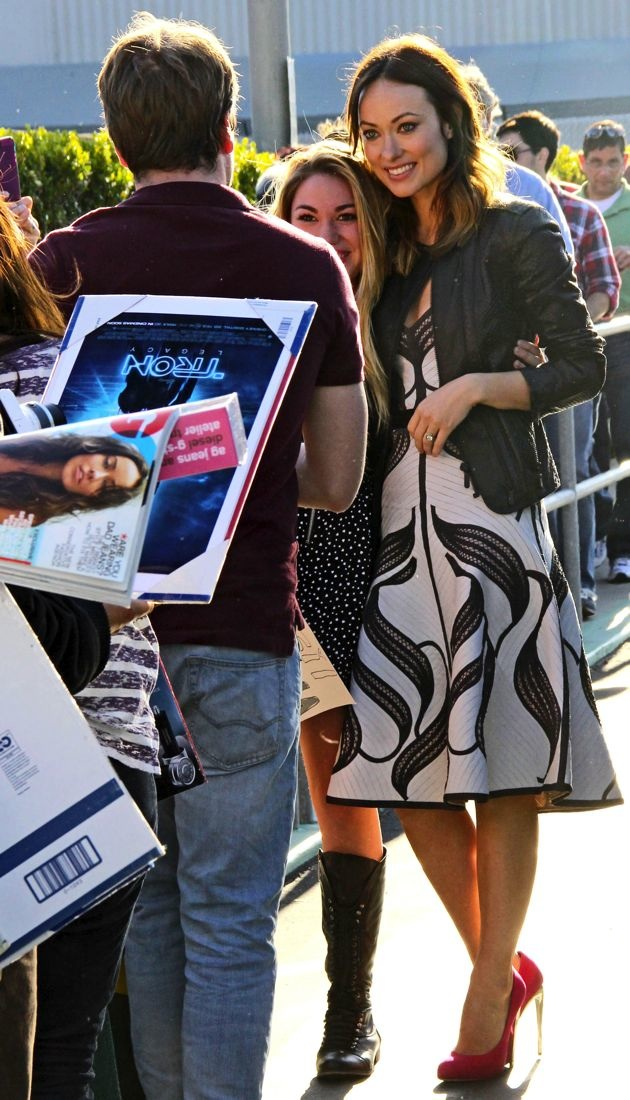 look of the day olivia wilde shows some fan appreciation